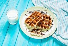 Бельгийские waffles для завтрака на голубой таблице Стоковое фото RF