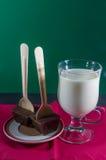 2 бельгийских шевелилки шоколада кружкой молока Стоковое Фото