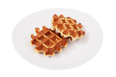 2 бельгийских waffles на плите, изолированной на белой предпосылке. Стоковые Изображения