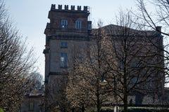 Библиотека, sul Naviglio Robecco, провинция милана, Италия, 13-ое марта 2018: Старая библиотека в Италии, как замок Стоковые Фотографии RF