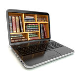 Библиотека или книжный магазин интернета образования обучения по Интернетуу Компьтер-книжка и Стоковое фото RF