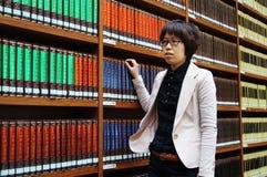 Библиотека, книжные полки стоковое фото rf