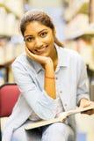 Библиотека студента университета стоковые фото