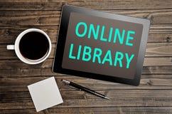 Библиотека слов онлайн на ПК таблетки стоковые изображения
