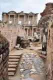 Библиотека Celsus увиденная от жилого квартала Стоковая Фотография RF