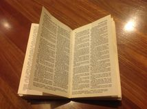 Библия на древесине Стоковое Фото