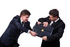 2 бизнесмена близнецов споря друг с другом изолированный на белизне Стоковые Фотографии RF