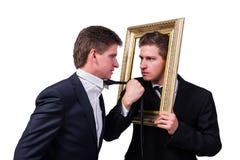 2 бизнесмена близнецов споря друг с другом изолированный на белизне Стоковое Изображение