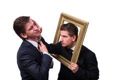 2 бизнесмена близнецов споря друг с другом изолированный на белизне Стоковое фото RF