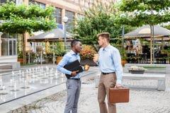 2 бизнесмена выпивая кофе Стоковое фото RF