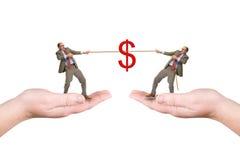 2 бизнесмена вытягивают шнур Стоковое Фото