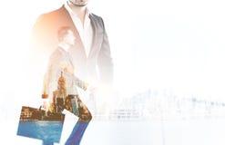 2 бизнесмена в большом городе Стоковые Изображения RF