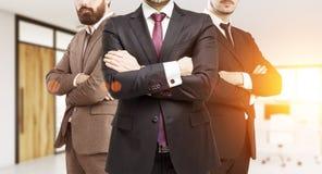 3 бизнесмена в костюмах в пустом офисе Стоковое Изображение RF