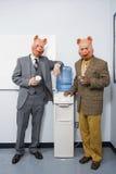 2 бизнесмена в масках свиньи Стоковое Фото