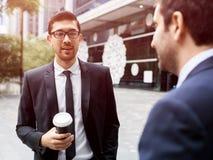 2 бизнесмена говоря outdoors Стоковое фото RF