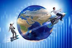 2 бизнесмена гоня вокруг глобуса Стоковая Фотография RF