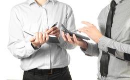 2 бизнесмена делая вычисления Стоковое Изображение RF