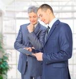 2 бизнесмена заключают Стоковое Изображение RF