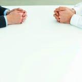 2 бизнесмена имея обсуждение. Стоковые Фотографии RF