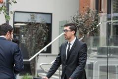 2 бизнесмена имея прогулку Стоковая Фотография