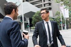 2 бизнесмена имея прогулку Стоковое Изображение RF