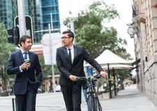 2 бизнесмена имея прогулку Стоковое Изображение