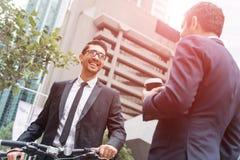 2 бизнесмена имея прогулку Стоковая Фотография RF