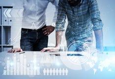 2 бизнесмена и startup эскиз Стоковое Изображение RF