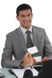 2 бизнесмена обменивая карточки Стоковые Изображения