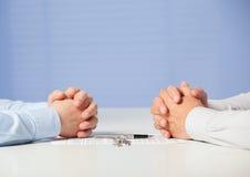 2 бизнесмена обсуждая дело Стоковые Изображения