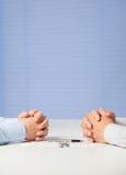 2 бизнесмена обсуждая дело Стоковые Фотографии RF