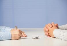 2 бизнесмена обсуждая дело Стоковая Фотография RF