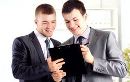 2 бизнесмена обсуждая Стоковые Изображения RF
