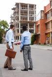 2 бизнесмена обсуждая строительный проект Стоковое Фото