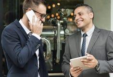 2 бизнесмена ломают Outdoors концепцию Стоковые Фото