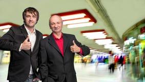 2 бизнесмена показывая одобренный знак Стоковые Фото