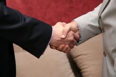 2 бизнесмена приветствуют руки Стоковое Фото