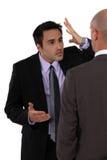 2 бизнесмена противореча Стоковые Фотографии RF