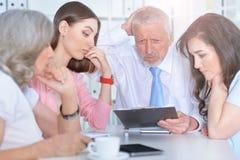 4 бизнесмена работая совместно Стоковое Изображение RF