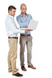 2 бизнесмена советуя с компьтер-книжкой Стоковое Изображение RF