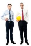 2 бизнесмена с защитными шлемами Стоковое Изображение