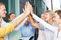 Бизнесмены давая максимум 5 с их руками Стоковые Изображения