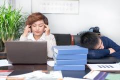 Бизнесмены давления сна Стоковые Изображения