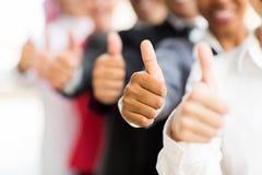 Бизнесмены больших пальцев руки вверх Стоковая Фотография