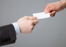 Бизнесмены визитной карточки обменивая Стоковое фото RF