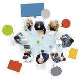 Бизнесмены вокруг стола переговоров Стоковая Фотография