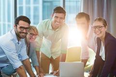 Бизнесмены во время встречи Стоковые Фото