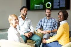 Бизнесмены во время встречи Стоковая Фотография