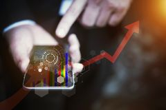 Бизнесмены вручают держать smartphone или чернь с будущим te Стоковые Фотографии RF