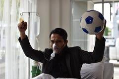 Бизнесмены все еще имеют приветственное восклицание для футбола стоковые изображения rf